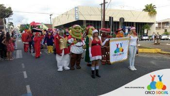 circo-social-no-desfile-natalino-de-rio-negro-1