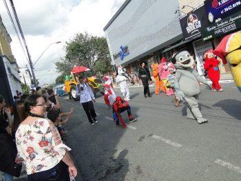 circo-social-no-desfile-natalino-de-rio-negro-16