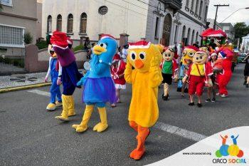 circo-social-no-desfile-natalino-de-rio-negro-17