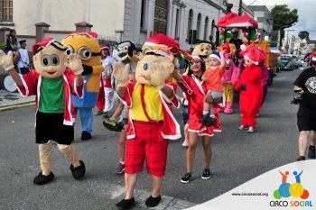 circo-social-no-desfile-natalino-de-rio-negro-18