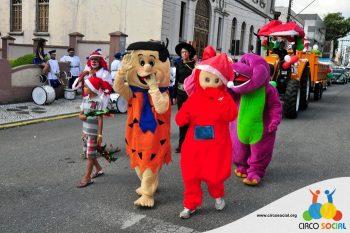 circo-social-no-desfile-natalino-de-rio-negro-19