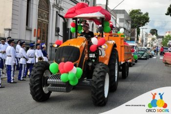 circo-social-no-desfile-natalino-de-rio-negro-20
