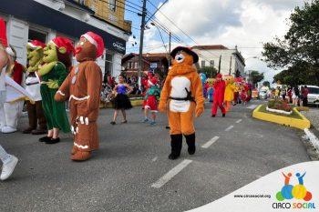 circo-social-no-desfile-natalino-de-rio-negro-21