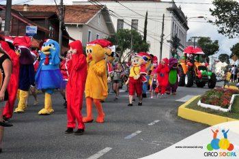 circo-social-no-desfile-natalino-de-rio-negro-22
