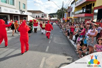 circo-social-no-desfile-natalino-de-rio-negro-23