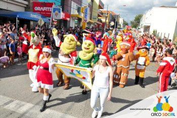 circo-social-no-desfile-natalino-de-rio-negro-27