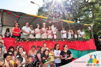 circo-social-no-desfile-natalino-de-rio-negro-28