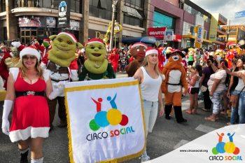 circo-social-no-desfile-natalino-de-rio-negro-29