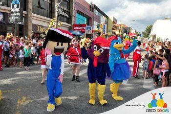 circo-social-no-desfile-natalino-de-rio-negro-30
