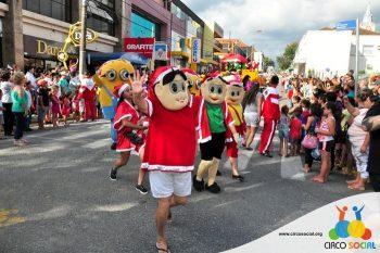 circo-social-no-desfile-natalino-de-rio-negro-31