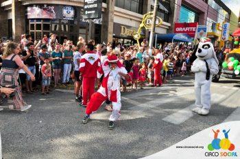 circo-social-no-desfile-natalino-de-rio-negro-32