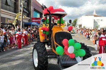 circo-social-no-desfile-natalino-de-rio-negro-34