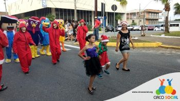 circo-social-no-desfile-natalino-de-rio-negro-4
