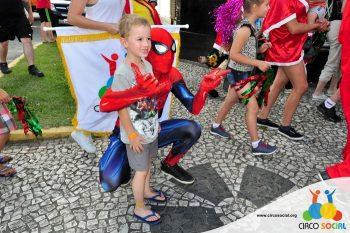 circo-social-no-desfile-natalino-de-rio-negro-40