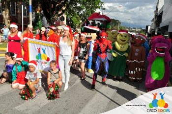 circo-social-no-desfile-natalino-de-rio-negro-41