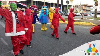 circo-social-no-desfile-natalino-de-rio-negro-5