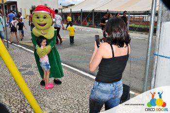 circo-social-no-desfile-natalino-de-rio-negro-53