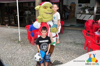 circo-social-no-desfile-natalino-de-rio-negro-54