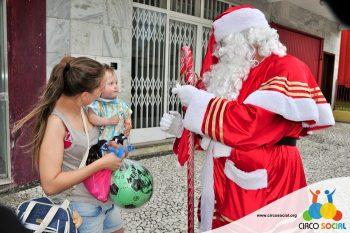 circo-social-no-desfile-natalino-de-rio-negro-58