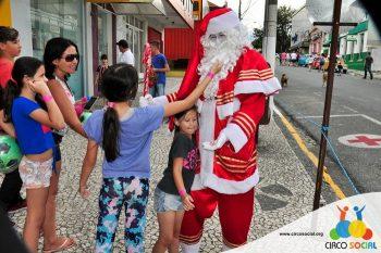 circo-social-no-desfile-natalino-de-rio-negro-61
