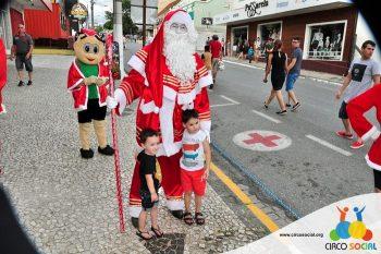 circo-social-no-desfile-natalino-de-rio-negro-69