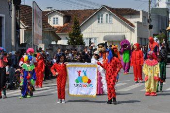 circo-social-participa-do-desfile-de-7-de-setembro-2019-em-mafra-19