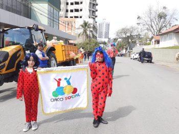 circo-social-participa-do-desfile-de-7-de-setembro-2019-em-mafra-21