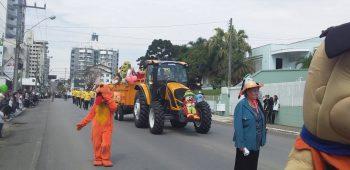 circo-social-participa-do-desfile-de-7-de-setembro-2019-em-mafra-4