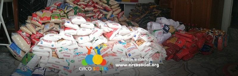 circo-social-distribui-mais-cestas-basicas-com-alimentos-arrecadados-no-cineplus-emacite-2