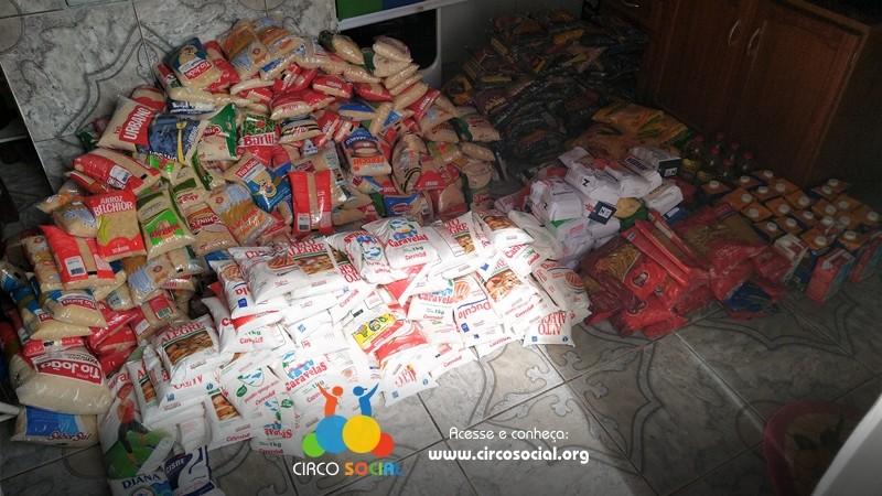circo-social-distribuira-cestas-basicas-com-alimentos-arrecadados-no-cineplus-emacite-1