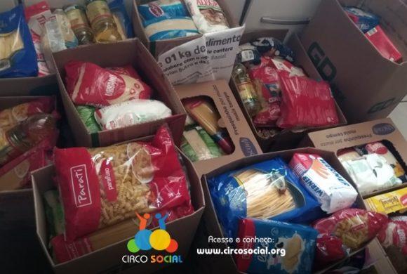 Doe alimentos para famílias carentes de Rio Negro e Mafra