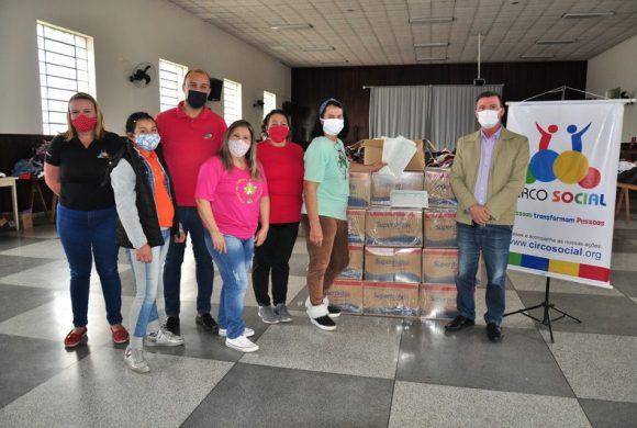Circo Social entregou cestas básicas e máscaras para 130 famílias de Riomafra