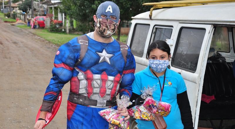 circo-social-distribui-kits-com-doces-para-as-criancas