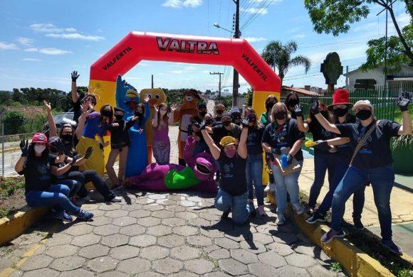 Circo Social participa do drive-thru realizado pelo Comecinho de Vida